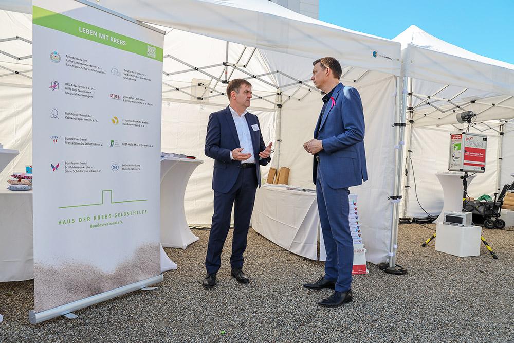 Ministerpräsident Tobias Hans im Gespräch mit Bundesgeschäftsstellenleiter Bernd Crusius
